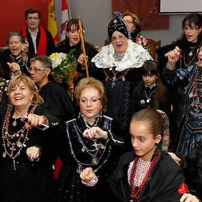 Danzas y manteos al viento en honor a Santa Águeda