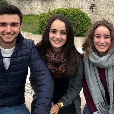 Tres alumnos del IES Duque de Alburquerque compiten por ser los Mejores Empresarios Virtuales de España