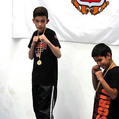 Los cuellaranos Alain y Hugo González cosecharon seis medallas en el Campeonato de Castilla y León de KickBoxing