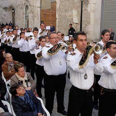 Cornetas y tambores para celebrar el 20 aniversario de la salida del trono de La Soledad