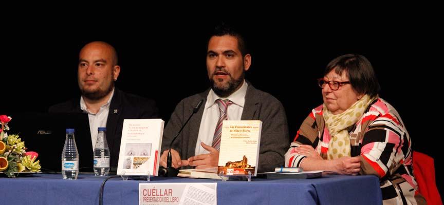 Víctor Muñoz (centro) junto a Julia Montalvillo y Juan Prieto.