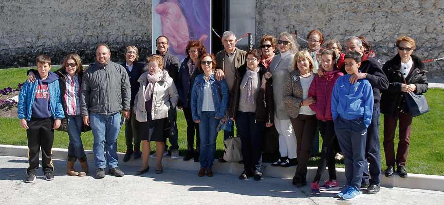 """Uno de los grupos organizados por la parroquia de San Miguel que ha visitado la exposición """"Reconciliare""""."""
