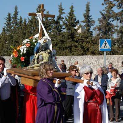Los cofrades acompañaron a la Virgen de la Compasión