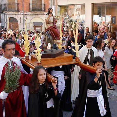 La procesión de los Ramos abre la Semana Santa cuellarana