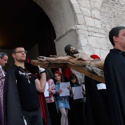El Cristo del Calvario de La Cuesta ha protagonizado el Vía Crucis en Cuéllar