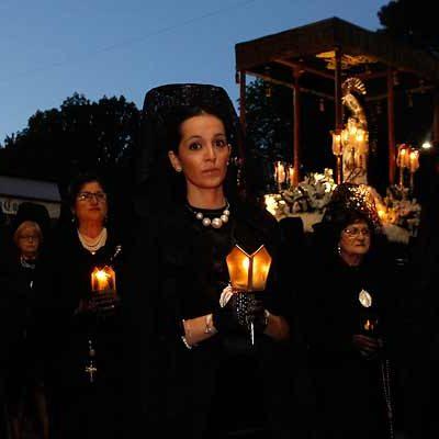 Las cofradías esperan la procesión de Todos los Pasos con la mirada puesta en el cielo