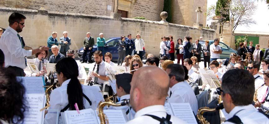 Un momento de la actuación de la Banda de Música de Cuéllar en Valseca.