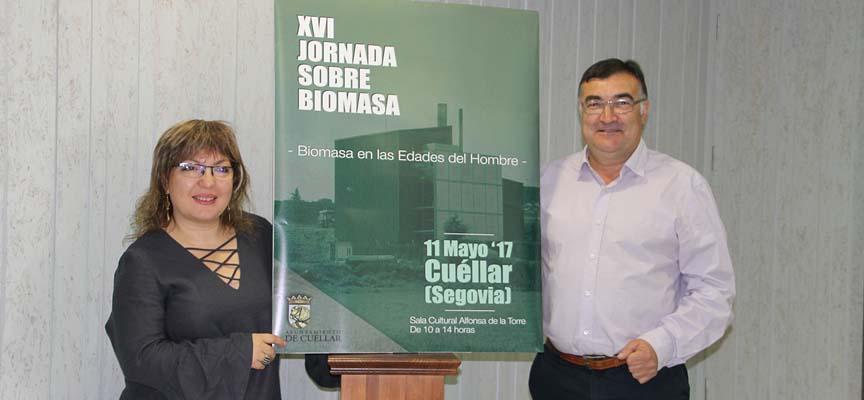 Los ediles de Cultura y Patrimonio junto al cartel de las Jornadas de Biomasa.