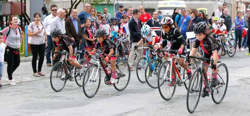 Una de las carreras disputadas durante el Trofeo Escuelas Pipe Gómez en Cuéllar.