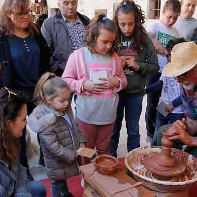 Artesanos y anticuarios se suman este fin de semana a la Feria de Cuéllar