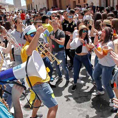 Ritmo en las calles al son del I Festival de Charangas `Show & Sombra´