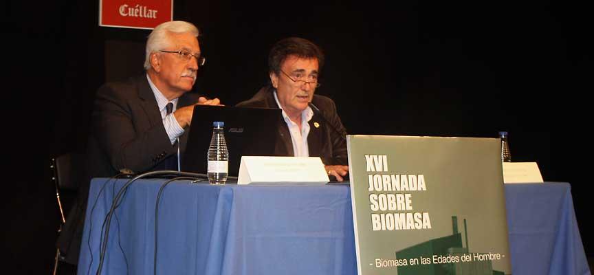 Francisco Javier Díaz, presidente de AVEBIOM (izquierda) y el alcalde de Cuéllar, Jesús García, inaugurando la jornada de biomasa.
