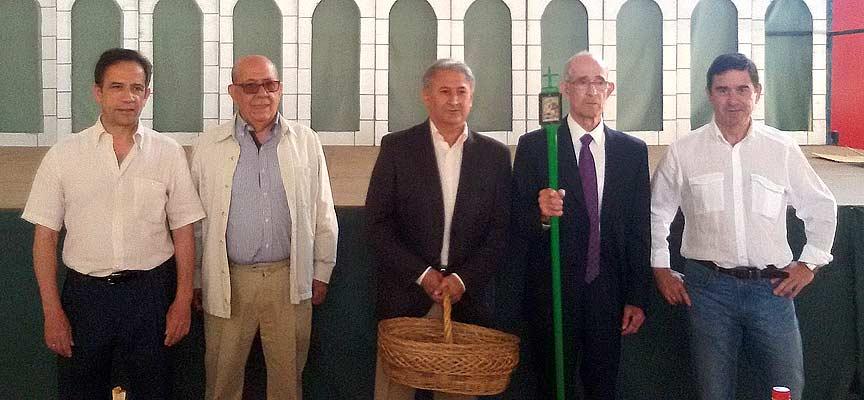 La Junta de Cofradías celebra el cambio de Cesta y Vara en Fuenterrebollo.