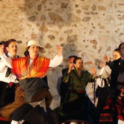 El Encuentro Folclórico de Aguilafuente se abre con las Noches al Fresco en el Lavadero