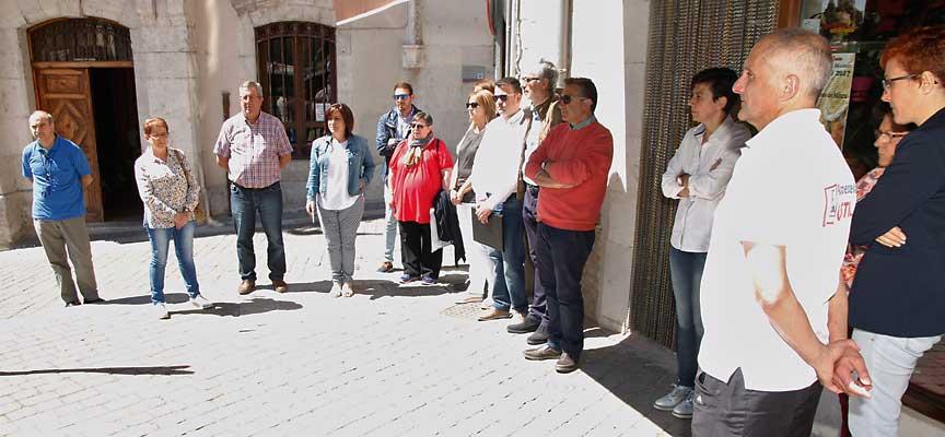 Minuto de silencio junto al Ayuntamiento de Cuéllar.