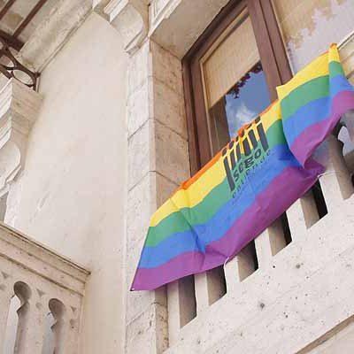 El Ayuntamiento se suma a la celebración del Día Internacional del Orgullo LGBT con la bandera arcoíris