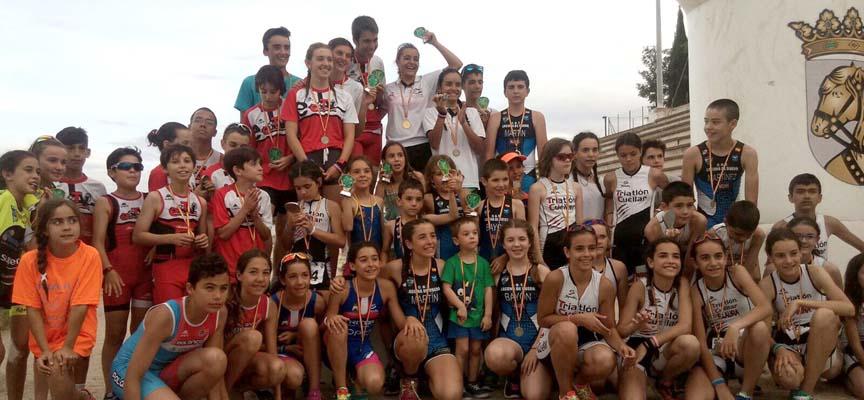Participantes en el triatlón de menores.