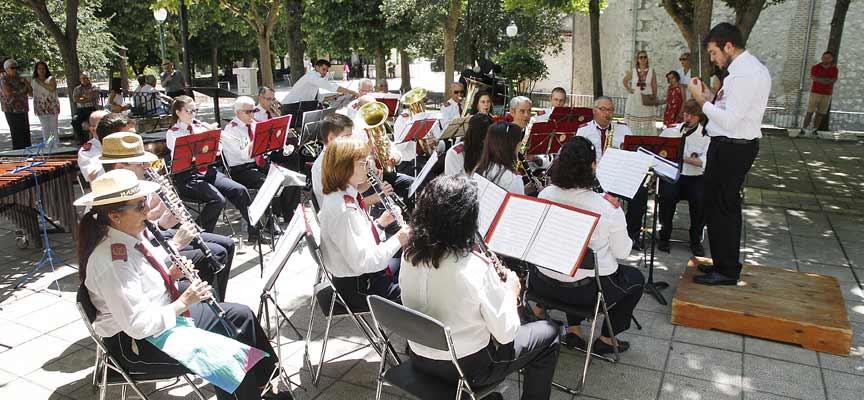 Un momento de la actuación de la Banda de Nava de la Asunción.