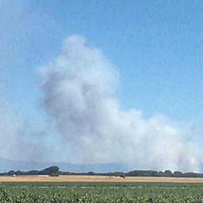 Cinco helicópteros y dos hidroaviones trabajan en la extinción del incendio de Navalilla