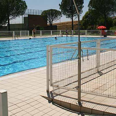 El Ayuntamiento continúa acondicionando las piscinas por si pudiera llevarse a cabo su apertura