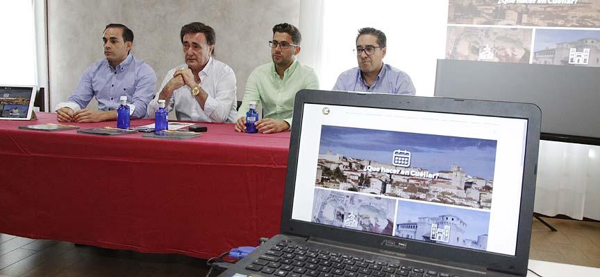 """Un momento de la presentación de la aplicación """"Turismo Cuéllar""""."""