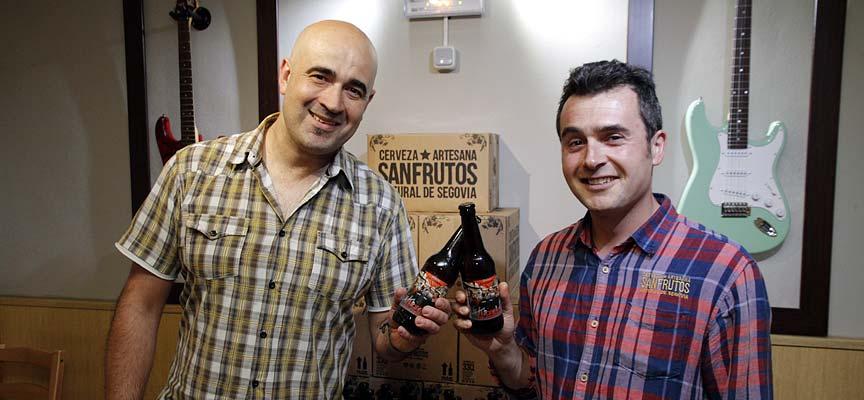 Miguel Ángel senovilla (izq) y Adrián Sanz en la presentación de la cerveza.