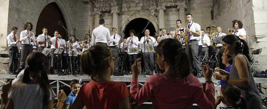 Centenares de cuellaranos bailaron al son del `A por ellos´