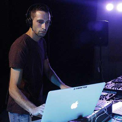 Los jóvenes disfrutaron de la mejor música del momento en el I Encuentro de DJs