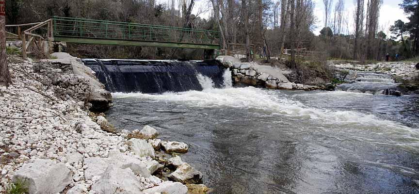 Zona de la toma del agua en el río Cega.