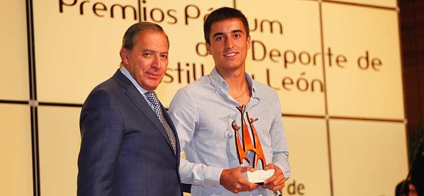 Carlos Baeza Gozalo recibe el Premio Podium como Mejor deportista promesa de Castilla y León 2017.