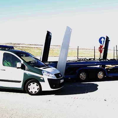 Dos heridos en la colisión de un camión con un turismo en la carretera de Cantalejo
