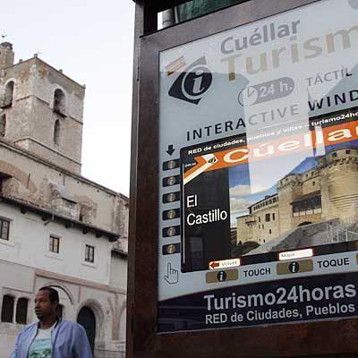 Turismo pone en marcha una oficina interactiva 24 horas en la Plaza Mayor