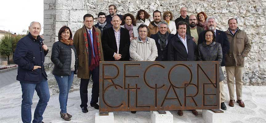 Integrantes de la Comisión de Cultura de Las Cortes junto al alcalde y la concejala de Turismo.