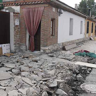 El Ayuntamiento inicia el acondicionamiento de la acera de la calle Canteras