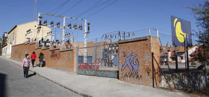 Instalaciones de la subestación eléctrica de Unión Fenosa en la calle Atletismo, en Cuéllar.