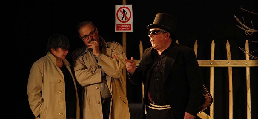 """El grupo Bambalinas Teatro durante su actuación en Cuéllar con la obra """"Des-esperando""""."""