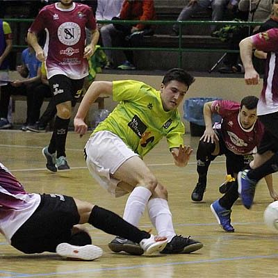 El FS Cuéllar vence al Leis Pontevedra y cierra la primera vuelta invicto en casa
