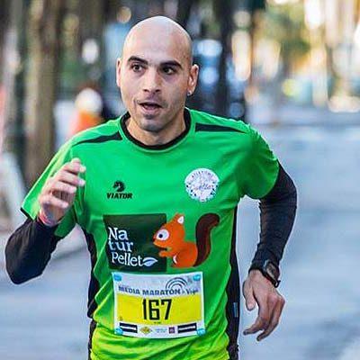 El corredor de Atletismo Cuéllar Javier González finaliza décimo en la Media Maratón de Vigo