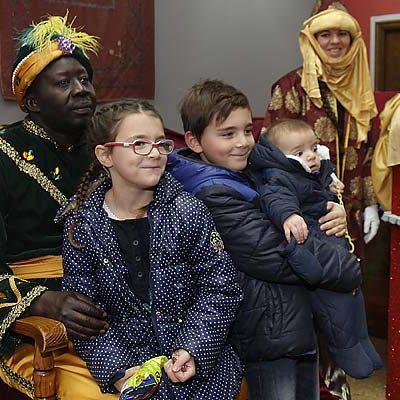 El Cartero Real recoge centenares de cartas para los Magos de Oriente