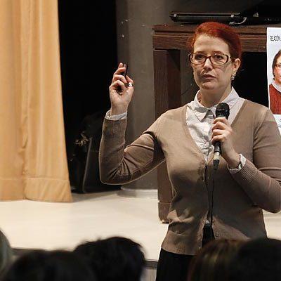 Laura Senovilla expuso los avances en la investigación de la relación del sistema inmune en el cáncer