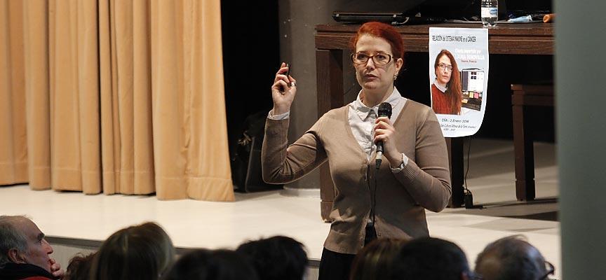 Laura Senovilla durante su intervención en la villa.