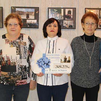 La Cofradía de Santa Águeda entrega a la AECC los 3.825 euros recaudados en su Festival Solidario