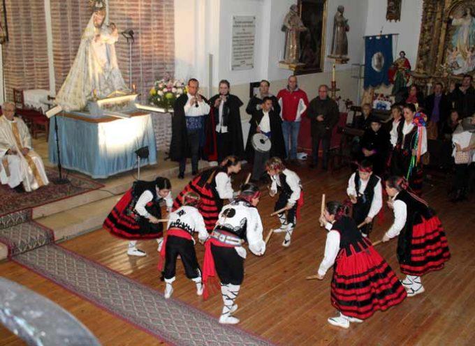 Aguilafuente celebra el 40 aniversario de la recuperación de los paloteos