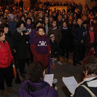Mujeres y hombres se movilizan en Cuéllar en favor de la igualdad femenina