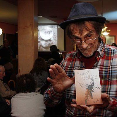 Luis Sanz `Chanh´ invitó a pintar de colores los `Paisajes en blanco´ de su nuevo libro de poesía
