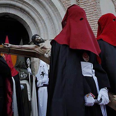 El Cristo del Calvario de La Cuesta protagoniza el Vía Crucis Cuellarano