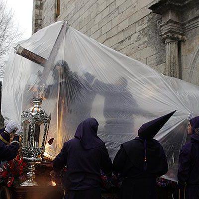 Lluvia y lágrimas en el Viernes Santo cuellarano
