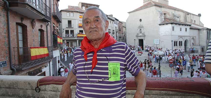 Ismael Peña en el balcón del Ayuntamiento de Cuéllar tras pronunciar el pregón de 2012.