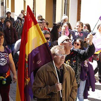 Banderas republicanas recorren Cuéllar en el 87 aniversario de la proclamación de la segunda República