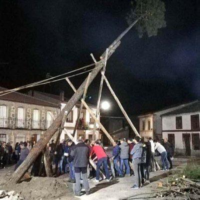 Los quintos de Zarzuela del Pinar celebran la `Subida del Mayo´